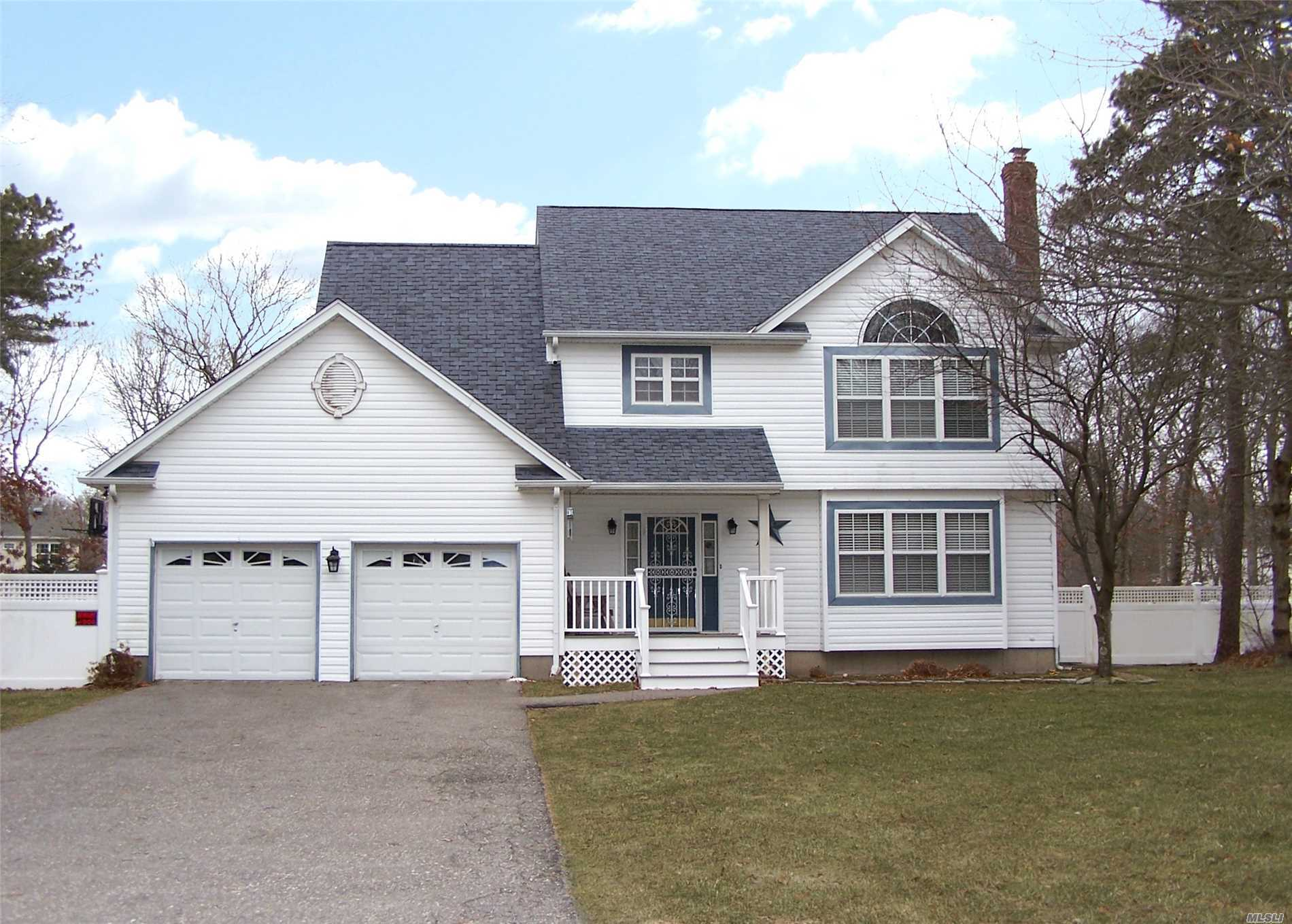 Residencial en venta en 8 Cotton Tail Ct, Shirley, NY ,11967  , EE.UU.
