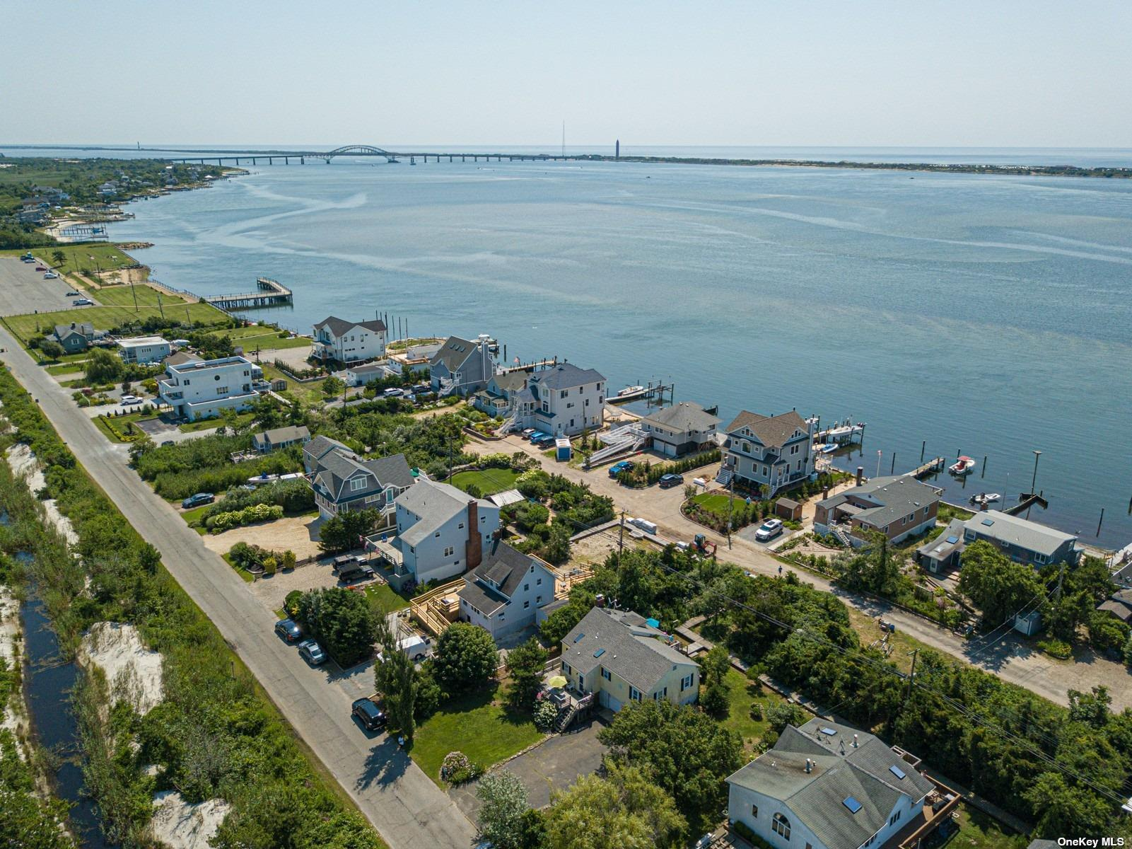 Residencial en venta en 19 Oak Beach Avenue, Oak Beach, NY ,11702  , EE.UU.