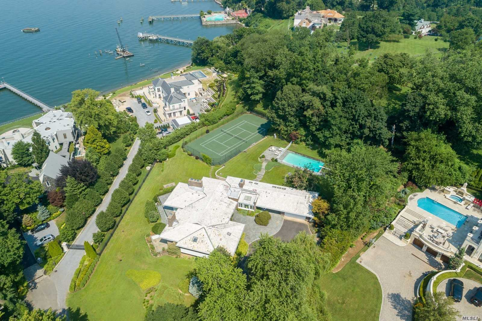 Residencial en venta en 188 Kings Point Road, Great Neck, NY ,11024  , EE.UU.