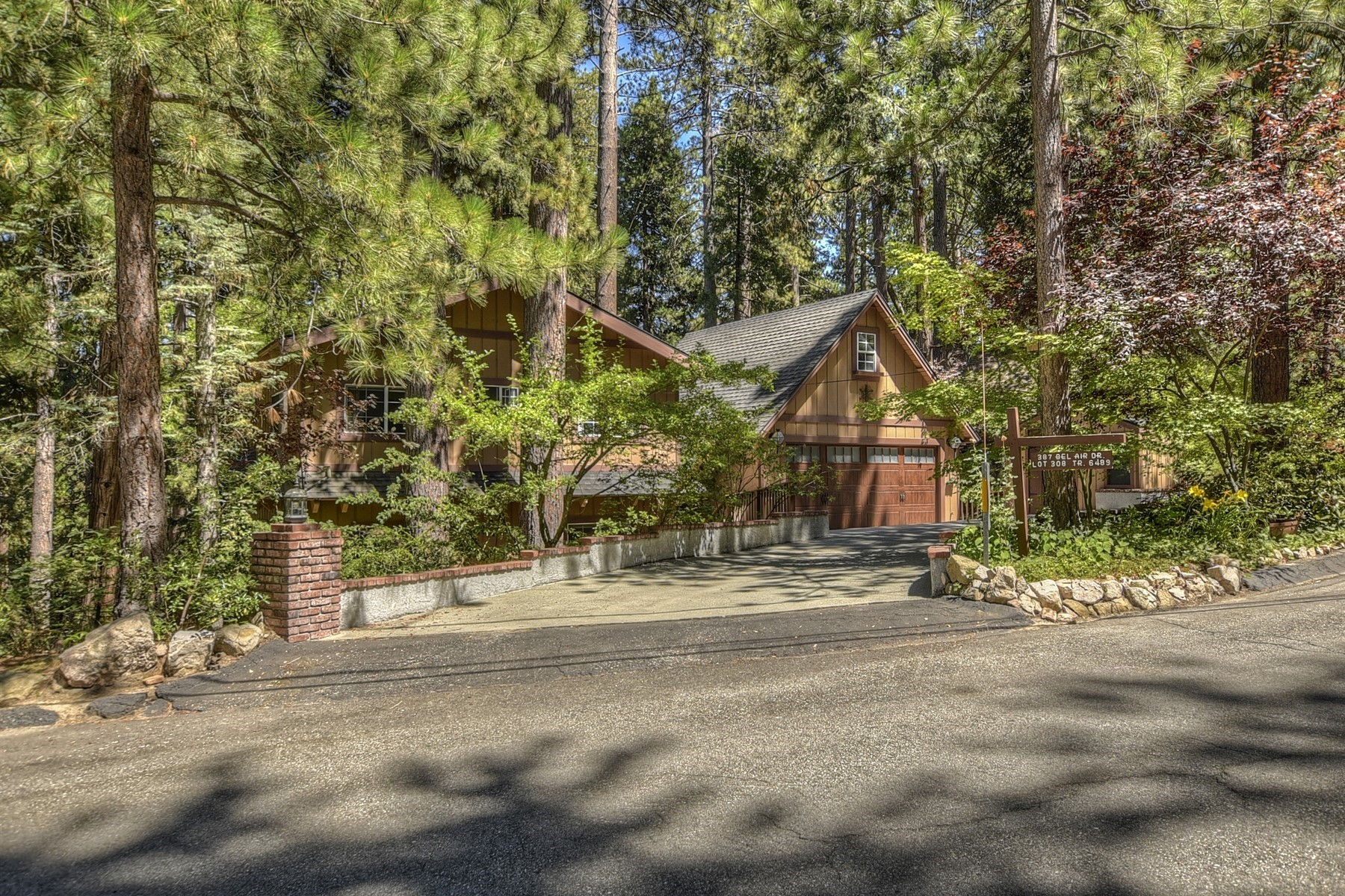 Vivienda unifamiliar En venta en 387 Bel Air Drive, Lake Arrowhead, California ,92352  , EE.UU.